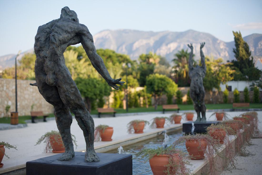 Maurice Blik Sculpture at ARUCAD University